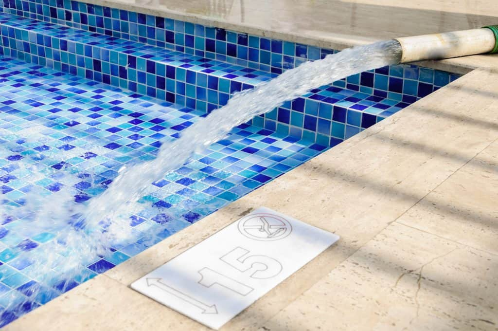 How Long Does It Take To Fill A Swimming Pool? (With Calculator ...